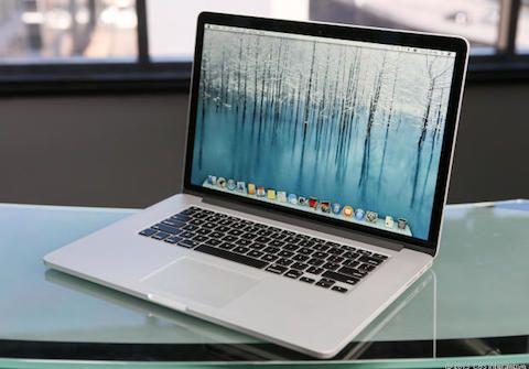 2013년 출시된 맥북 프로 레티나 디스플레이 15인치.