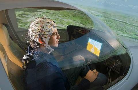 생각만으로 비행기 조종하는 실험 성공