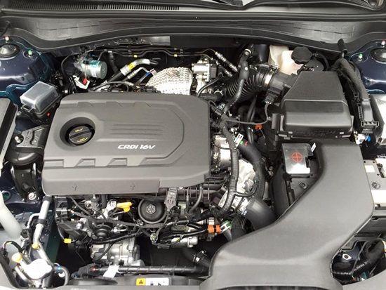 최고출력 141마력, 최대토크 34.7kg·m의 힘을 발휘하는 신형 K5 U2 1.7 디젤 엔진. 엔진룸을 크게 차지하지 않아 정비 등에서도 유리할 것으로 보인다. (사진=지디넷코리아)