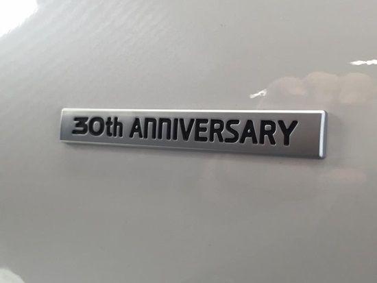 쏘나타 최초 출시 30주년을 기념하는 의미의 로고가 쏘나타 와일드 비건디 차량 측면에 부착됐다. (사진=지디넷코리아)