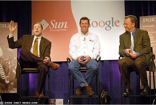 한 때 우호적인 관계를 유지했던 썬과 구글. 지난 2005년 스캇 맥닐리 썬 CEO와 에릭 슈미트 당시 구글 CEO가 자리를 함께 한 모습. (사진=씨넷)
