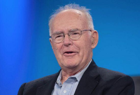 1965년 4월 무어의 법칙을 처음 발표한 고든 무어 인텔 공동 창업자. (사진=씨넷)