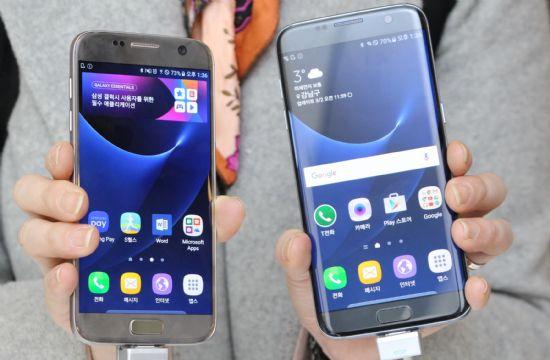 삼성전자 '갤럭시S7'(왼쪽)과 '갤럭시S7 엣지' (사진=지디넷코리아)