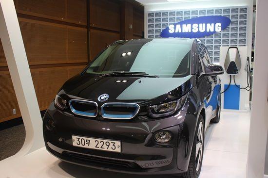 삼성SDI 제주국제전기차엑스포 부스에 전시된 BMW i3 (사진=지디넷코리아)