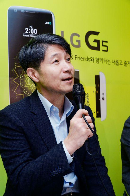조준호 LG전자 MC사업본부장 사장이 신제품 G5를 소개하고 있다. (사진=LG전자)