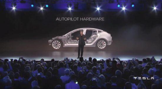 일론 머스크 테슬라 CEO는 1일 오후(한국시각) 모델 3 발표회에서 자율주행 기능 '오토파일럿'을 모델 3에 적용시킨다고 밝혔다. (사진=테슬라)