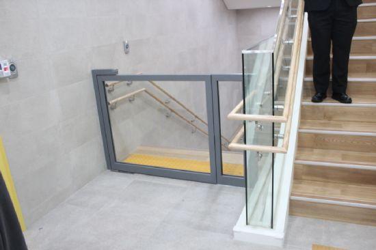 행동을 제어하지 못하는 장애인들이 계단으로 넘어지지 않도록 만든 가림막.