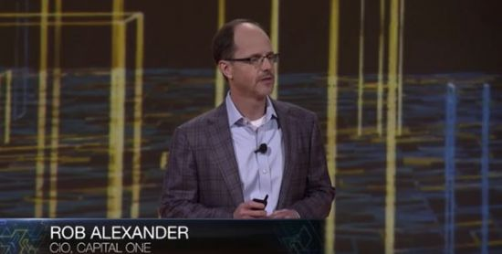 캐피탈원의 클라우드 전략에 대해 발표하는 롭 알렉산더 CIO (출처: AWS)