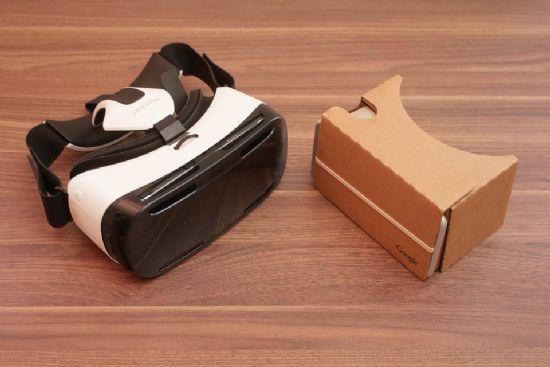 삼성 기어VR(왼쪽)과 구글 카드보드. (사진=씨넷)