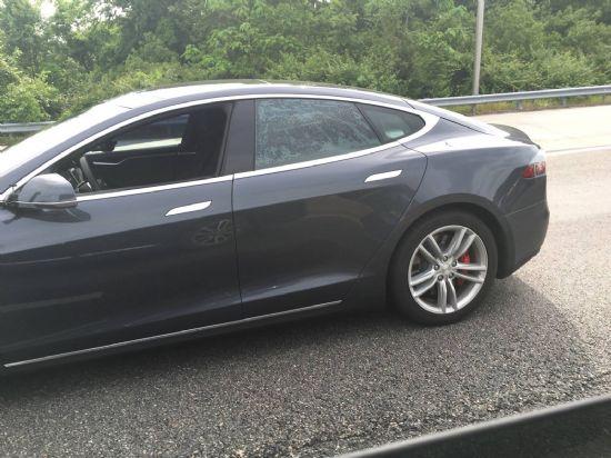 미국 버지니아주는 사진 속 모델 S처럼 무인차, 자율주행차 등의 운행이 일부구간에서만 가능하다 (사진=K씨 제공)