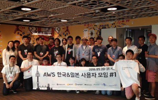 다음을 기약하며 기념 사진을 남기는 일본 및 한국 AWS 커뮤니티 리더들