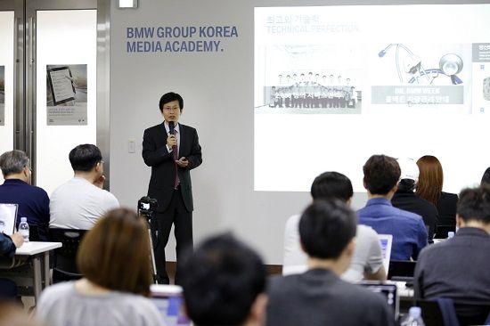 BMW 그룹 코리아 AS 총괄 전응태 상무가 서비스센터 확충 계획에 대해 설명하고 있다(사진=BMW 코리아)