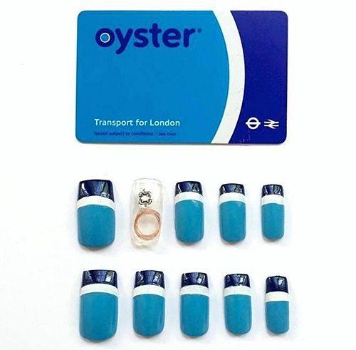 예쁜 손톱이 버스에선 교통카드로 변신?