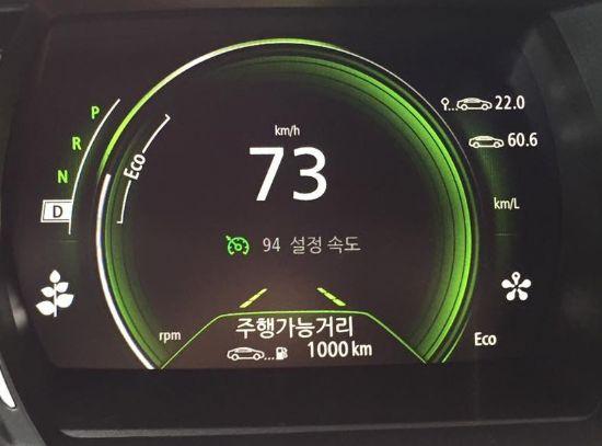 주행가능거리 1000km, 연비 22.0km/l 를 달성했다는 메시지를 보낸 SM6 dCi (사진=지디넷코리아)