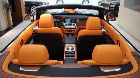 오렌지 컬러는 롤스로이스 던의 상징색과도 같다 (사진=지디넷코리아)