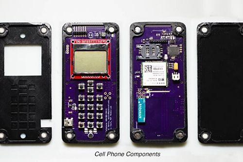 MIT가 사람없이도 자동으로 조립되는 휴대전화를 만들었다. (사진=동영상캡쳐)