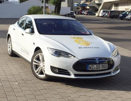 독일 현지 스마트홈 전문 업체 '디지털스트롬' 소유의 테슬라 모델 S (사진=지디넷코리아)