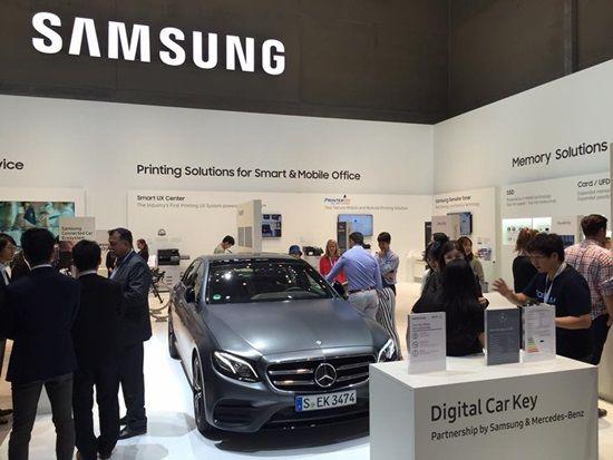 삼성전자는 IFA 2016 부스 현장에 벤츠 신형 E200을 배치했다. (사진=지디넷코리아)