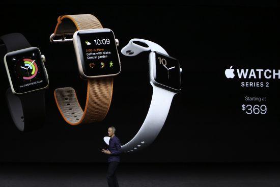 애플이 방수 기능을 추가한 애플워치 2세대 모델을 공개했다. (사진=씨넷)