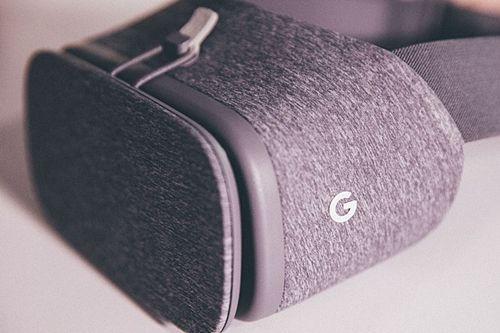 구글 VR 헤드셋 '데이드림 뷰' (사진=씨넷)