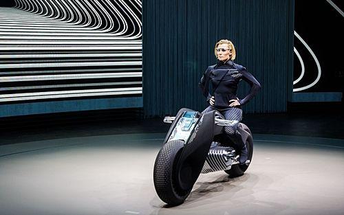 BMW가 작년에 공개한 미래형 자가균형 오토바이 (사진=씨넷)