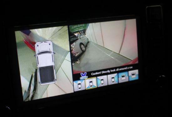 'TX-500KC' 실내 센터페시아에는 캠시스의 어라운드 뷰 모니터가 적용됐다 (사진=지디넷코리아)