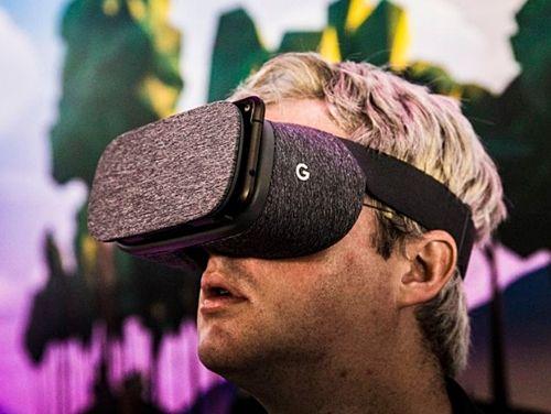 구글의 가상현실 헤드셋 데이드림뷰가 10일 출시된다. (사진=씨넷)