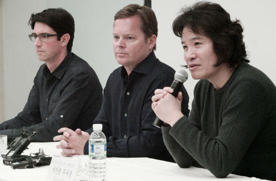 지난 4일 삼성전자 서초사옥에서 비브랩스 경영진들이 참석하는 기자설명회가 진행됐다. (왼쪽부터)아담 체이어 비브랩스 CTO, 다그 키틀로스 비브랩스 CEO, 이인종 삼성전자 무선사업부 부사장.