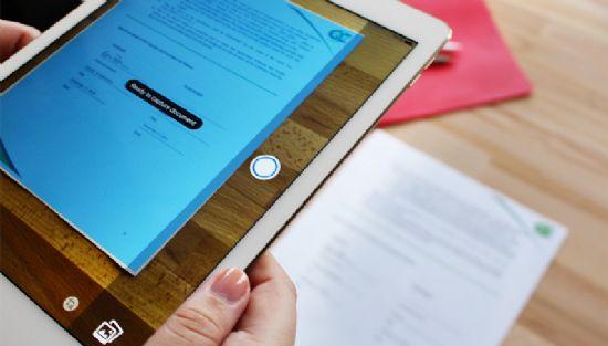 문서를 촬영해 PDF 파일로 바꾸는 기능을 탑재한 어도비 애크로뱃 리더. [사진=어도비]