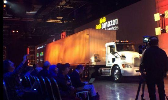 AWS Snowmobile 데이터 이동 콘테이너 트럭(출처: @AWSCloud)