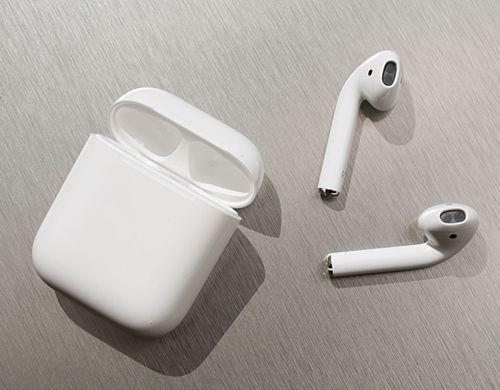 애플의 무선 헤드폰 에어팟 (사진=씨넷)