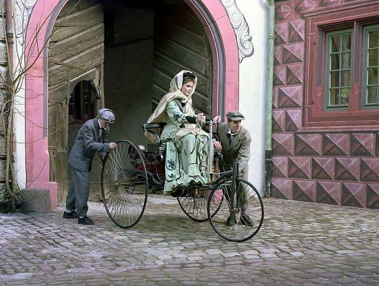 베르타 벤츠의 세계 최초 장거리 왕복 주행 재연 장면(사진=메르세데스-벤츠 코리아)