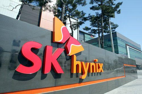 SK하이닉스가 세계 2위 낸드플래시 생산업체인 일본 도시바 반도체 사업부문 매각 2차 입찰에 참여했다.