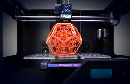 메이커봇의 3D 프린터를 활용해 제품을 출력하는 모습 (사진=지디넷)