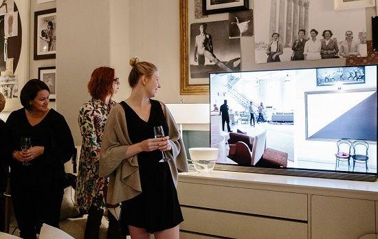 미국 뉴욕 'ABT 발레단 댄서 라운지'에 'LG 시그니처 올레드 TV'가 설치됐다.(사진=LG전자)