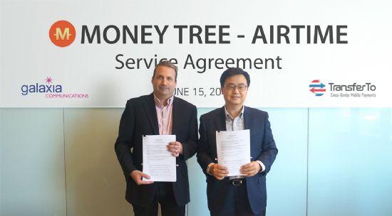 갤럭시아커뮤니케이션즈 김용광 대표(사진 오른쪽)과 트랜스퍼투 에릭 바비에 CEO