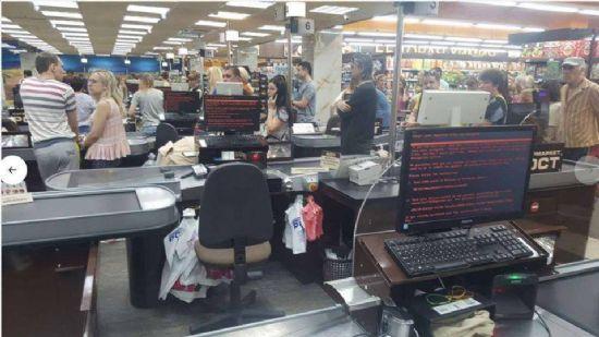 우크라이나 하르키우 지역 소재 슈퍼마켓이 계산대 컴퓨터를 페트야 랜섬웨어에 감염당한 현장 모습. [사진=Mikhail Golub의 페이스북]