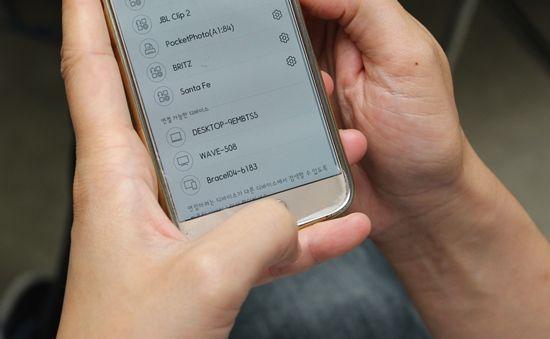 네이버-클로바앱에서 웨이브를 블루투스로 스마트폰과 연결하는 모습.