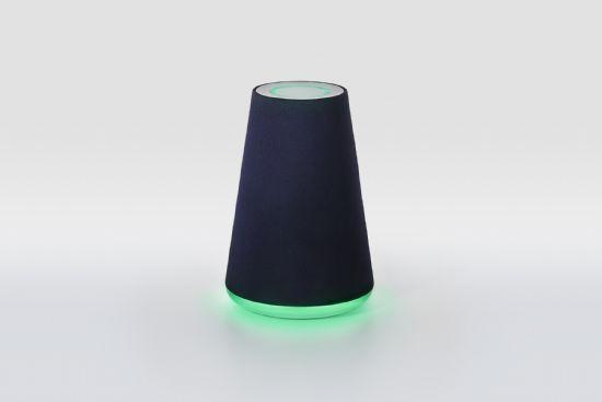 네이버가 테스트용으로 공개한 AI 스피커 웨이브는 최대 5m 거리에서도 음성명령을 알아듣는다.
