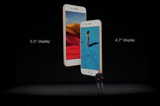 아이폰8과 아이폰8+엔 각각 4.7인치 5.5인치 레티나(Retina HD) 디스플레이가 탑재됐다. (사진=CNET)