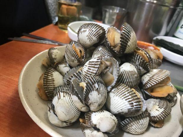 바다내음 가득한 갯벌의 참맛, '참꼬막' 맛집