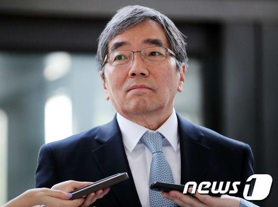 """우리·하나은행 DLF 손실에 윤석헌 """"고객 입장서 생각"""" 일침"""