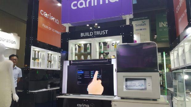 캐리마사 개선된 DLP 방식 3D프린터 IM2를 부스 전면에 배치했다.(사진=지디넷코리아)
