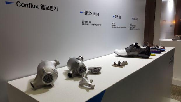 머티리얼라이즈 SW를 이용해 설계, 3D프린팅된 제품들이 13일 울산대학교 컨퍼런스 현장에서 전시돼있다.(사진=지디넷코리아)