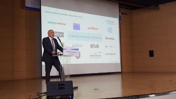 안드레아 자르 (Andreas Saar) 지멘스 부사장이 13일 울산대학교에서 3D프린팅 기술 접목 사례를 발표하고 있다.(사진=지디넷코리아)
