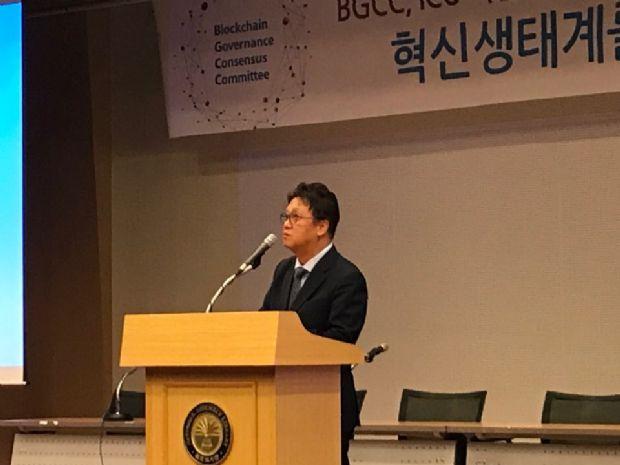 민병두 정무위원장이 8일 국회도서관 대강당에서 열린 ICO가이드라인 포럼에서 정부에 전향적인 ICO 정책 변화를 촉구했다.