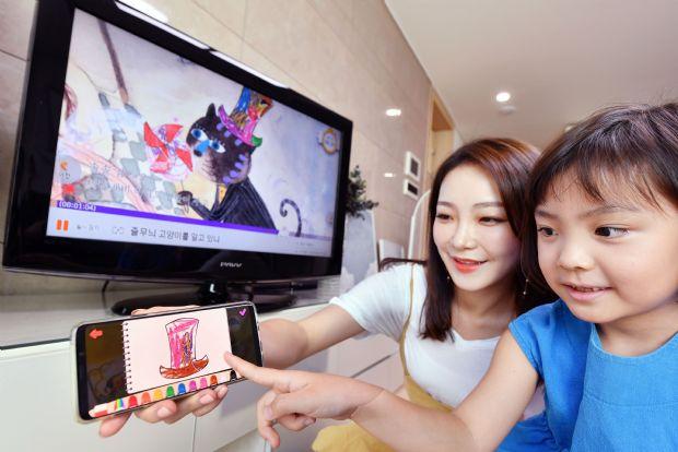 SK브로드밴드는 오는 22일부터 4일간 서울 삼성동 코엑스에서 열리는 '제 42회 서울국제유아교육전&키즈페어'(유교전)에서 살아있는 동화 2.0 등 Btv 키즈 서비스들을 선보인다고 밝혔다.