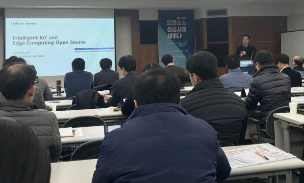 박수홍 삼성전자 오픈소스그룹장은 13일 구로구 키콕스벤처센터에서 열린 '2018 오픈소스 성공사례 세미나'에서 발표하고 있다.