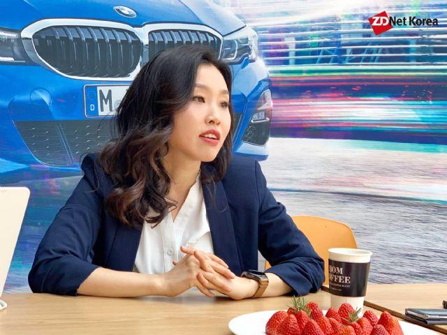 자신의 인테리어 생각을 기자들에게 전하는 김누리 BMW 그룹 본사 디자이너 (사진=지디넷코리아)