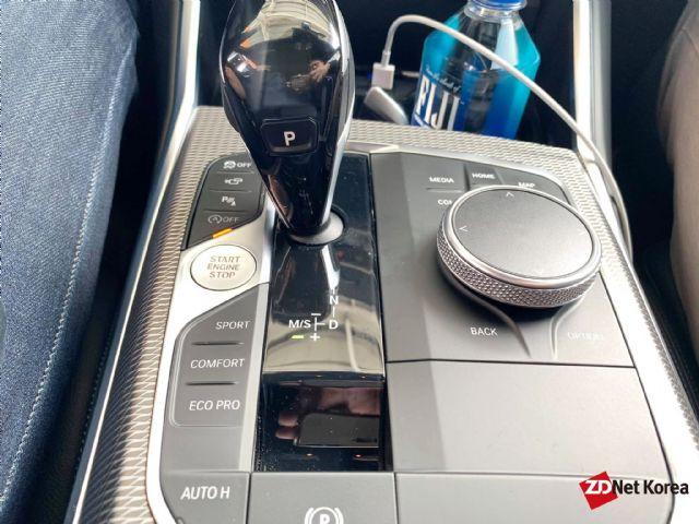 엔진 스타트 버튼이 변속기 좌측 가운데 부분에 있는 BMW 7세대 3시리즈 (사진=지디넷코리아)